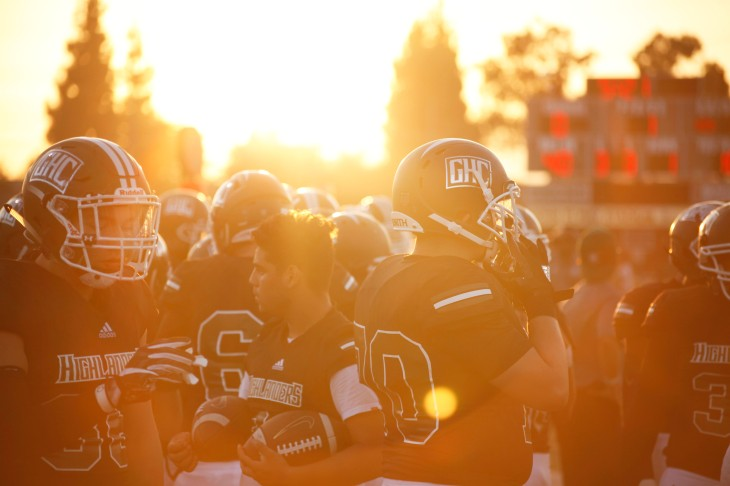 photo essay friday night lights in granada hills the plaid press photoessaypic2